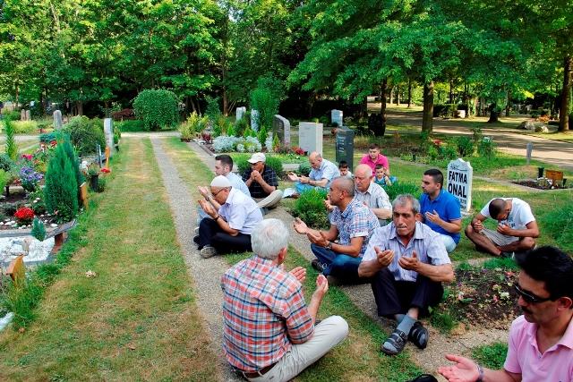 Mezarlik ziyareti 3 - Kopie