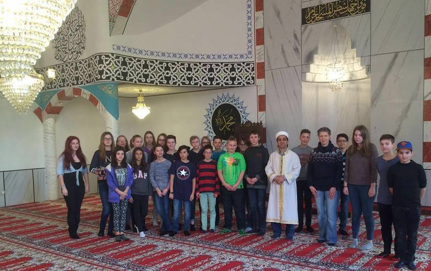 Alman öğrenciler camiyi ziyaret ettiler:Pforzheim, Mühlacker, Bretten, Bruchsal, Karlsruhe, Rastatt, Gaggenau bölgelerinde Türkçe haber yapan tek haber sitesi
