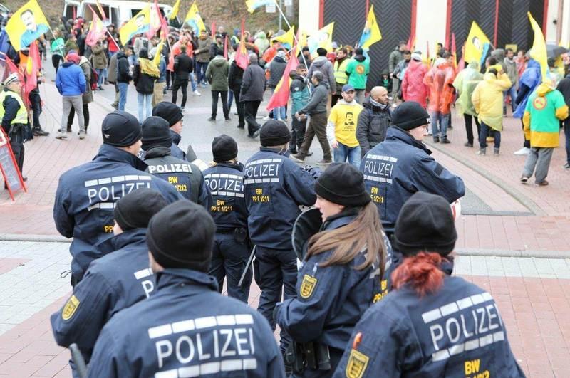 Kürtlerin Protesto gösterileri devam ediyor: Pforzheim, Mühlacker, Bretten, Bruchsal, Karlsruhe, Rastatt, Gaggenau bölgelerinde Türkçe haber yapan tek haber sitesi