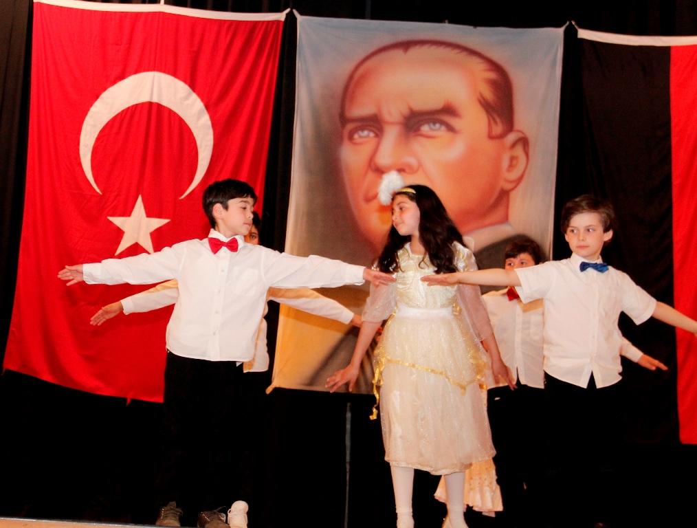 Çocukların Armaganı 23 Nisan: Pforzheim, Mühlacker, Bretten, Bruchsal, Karlsruhe, Rastatt, Gaggenau bölgelerinde Türkçe haber yapan tek haber sitesi