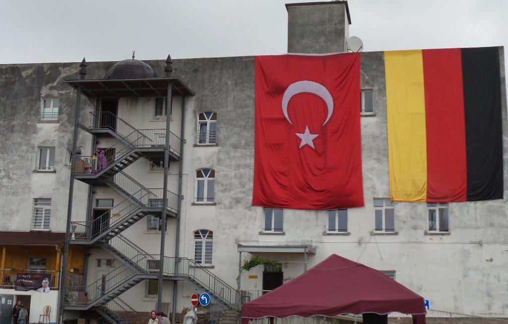 YAĞMURA RAĞMEN KERMES: Pforzheim, Mühlacker, Bretten, Bruchsal, Karlsruhe, Rastatt, Gaggenau bölgelerinde Türkçe haber yapan tek haber sitesi
