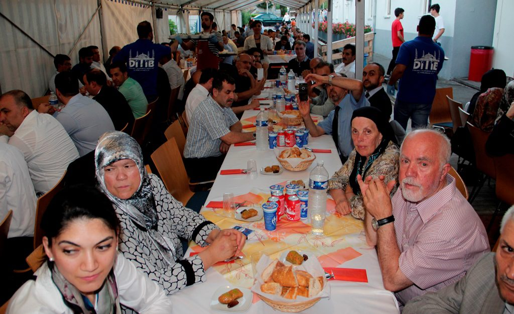 Iftar 9