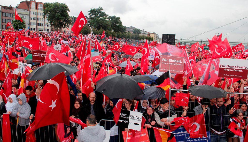 DARBEYE KARŞI DEMOKRASİ MİTİNGİ: Pforzheim, Mühlacker, Bretten, Bruchsal, Karlsruhe, Rastatt, Gaggenau bölgelerinde Türkçe haber yapan tek haber sitesi