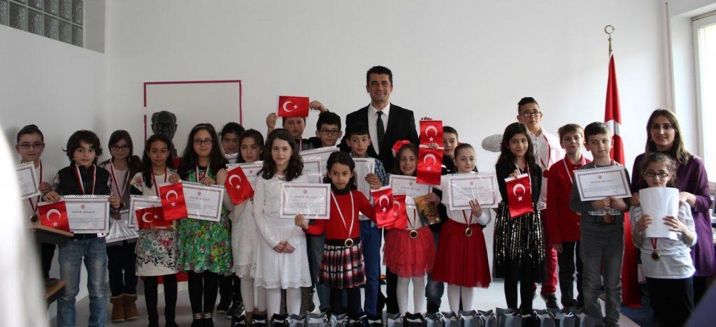 Ataşe Öğrencilere İstiklal Marşı Madalyası verdi:Pforzheim, Mühlacker, Bretten, Bruchsal, Karlsruhe, Rastatt, Gaggenau bölgelerinde Türkçe haber yapan tek haber sitesi