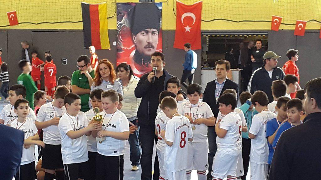 Baden TOAB Futbol Turnuvasında dostluk ve işbirliği kazandı: Pforzheim, Mühlacker, Bretten, Bruchsal, Karlsruhe, Rastatt, Gaggenau bölgelerinde Türkçe haber yapan tek haber sitesi
