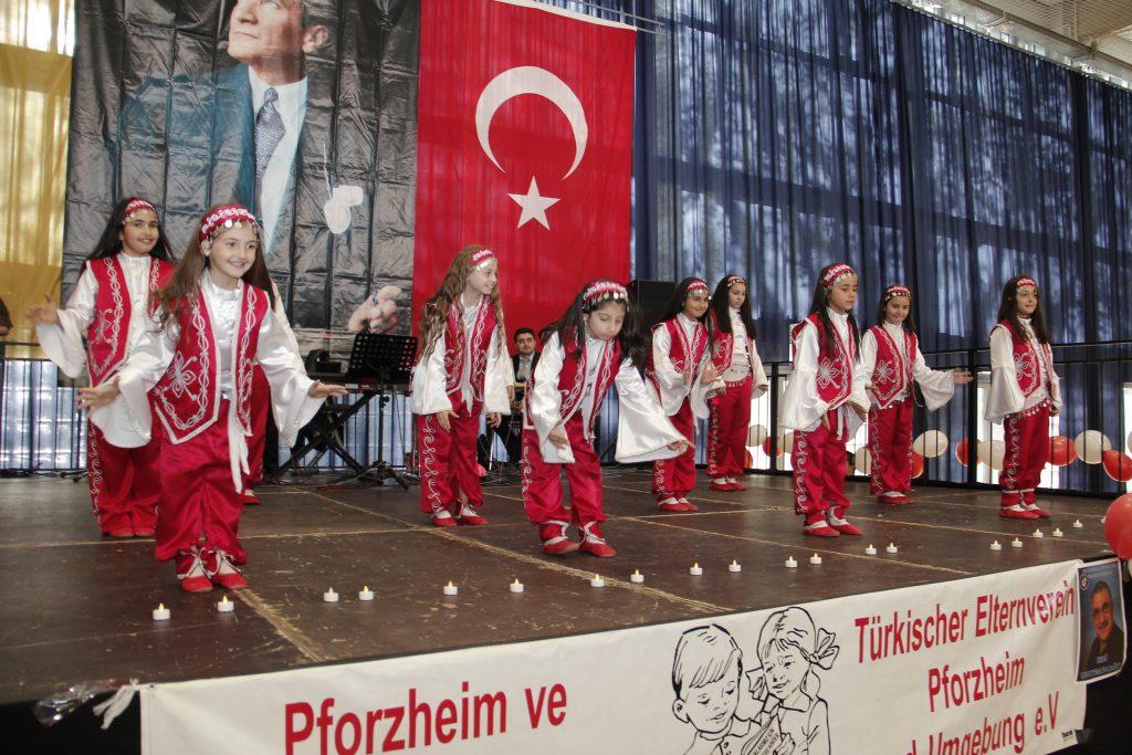 23 NİSAN'I KUTLADILAR: Pforzheim, Mühlacker, Bretten, Bruchsal, Karlsruhe, Rastatt, Gaggenau bölgelerinde Türkçe haber yapan tek haber sitesi