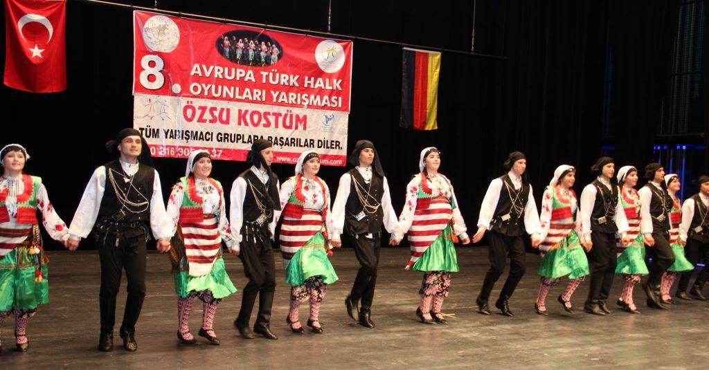 8. Avrupa Halk Oyunlarının Birincisi Ahenk oldu: Pforzheim, Mühlacker, Bretten, Bruchsal, Karlsruhe, Rastatt, Gaggenau bölgelerinde Türkçe haber yapan tek haber sitesi