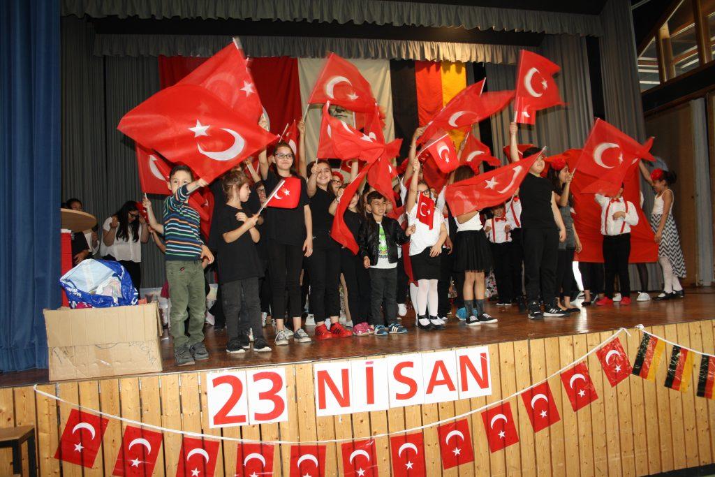 Muhteşem 23 Nisan Kutlaması: Pforzheim, Mühlacker, Bretten, Bruchsal, Karlsruhe, Rastatt, Gaggenau bölgelerinde Türkçe haber yapan tek haber sitesi