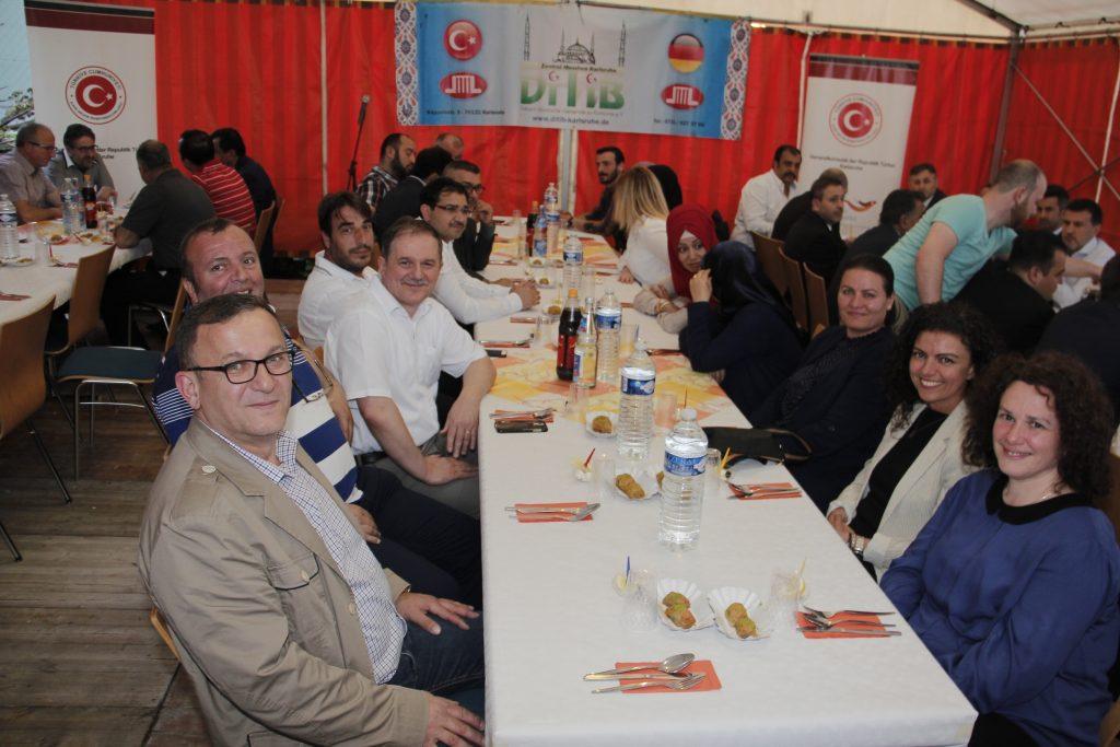Karlsruhe Başkonsolosluğu iftar verdi: Pforzheim, Mühlacker, Bretten, Bruchsal, Karlsruhe, Rastatt, Gaggenau bölgelerinde Türkçe haber yapan tek haber sitesi