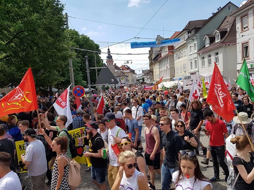 Karlsruhe'liler Irkcılığa karşı sokağa çıktı:Pforzheim, Mühlacker, Bretten, Bruchsal, Karlsruhe, Rastatt, Gaggenau bölgelerinde Türkçe haber yapan tek haber sitesi