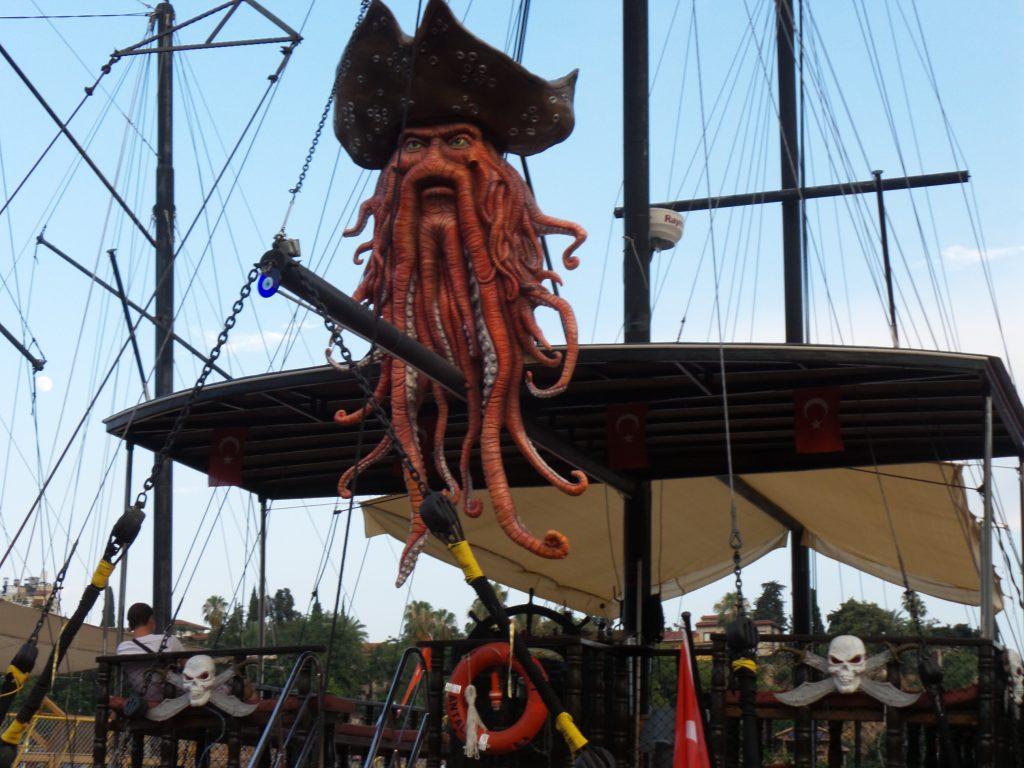 Korsan Tekneleri Turizmin Hizmetinde:Pforzheim, Mühlacker, Bretten, Bruchsal, Karlsruhe, Rastatt, Gaggenau bölgelerinde Türkçe haber yapan tek haber sitesi
