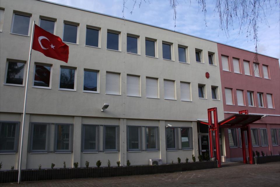 Her şeyin başı eğitim, Haydi herkes kursa:Pforzheim, Mühlacker, Bretten, Bruchsal, Karlsruhe, Rastatt, Gaggenau bölgelerinde Türkçe haber yapan tek haber sitesi