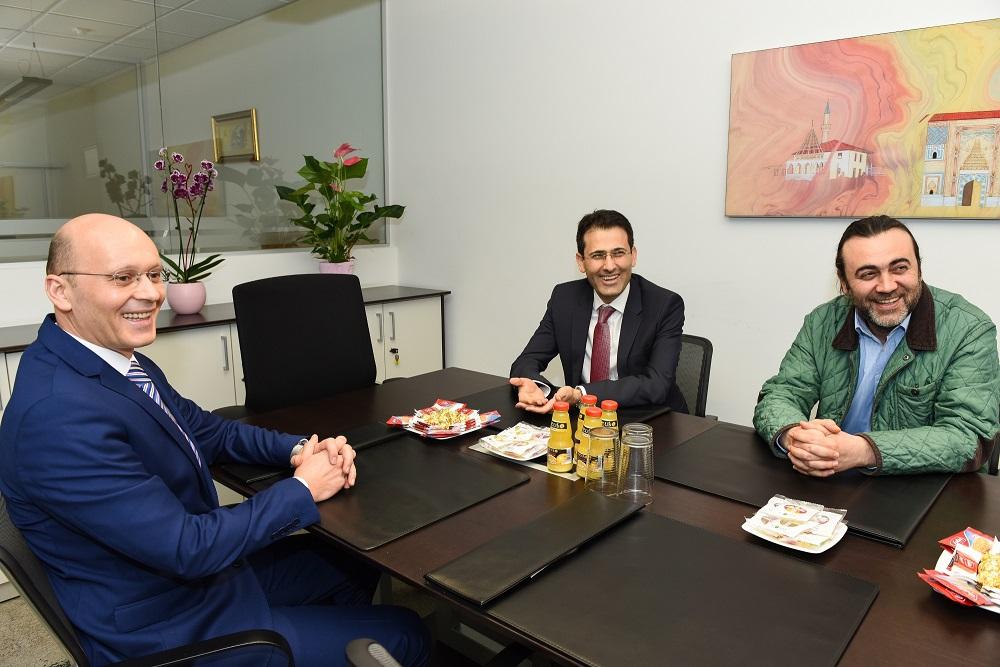 Başkonsolos Arslan KT Bank Mannheim Şubesi'ni ziyaret etti:Pforzheim, Mühlacker, Bretten, Bruchsal, Karlsruhe, Rastatt, Gaggenau bölgelerinde Türkçe haber yapan tek haber sitesi