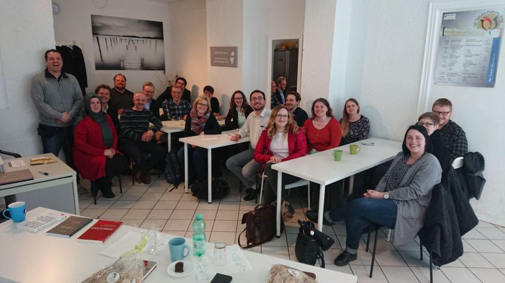 Genç Papazlar bilğilendirildi: Pforzheim, Mühlacker, Bretten, Bruchsal, Karlsruhe, Rastatt, Gaggenau bölgelerinde Türkçe haber yapan tek haber sitesi