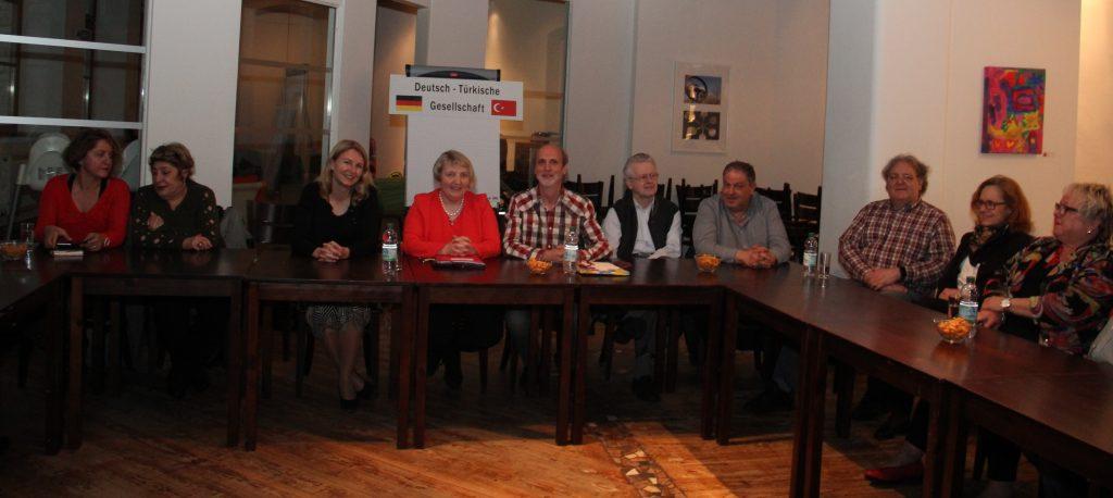 Almanya göç ülkesidir:Pforzheim, Mühlacker, Bretten, Bruchsal, Karlsruhe, Rastatt, Gaggenau bölgelerinde Türkçe haber yapan tek haber sitesi