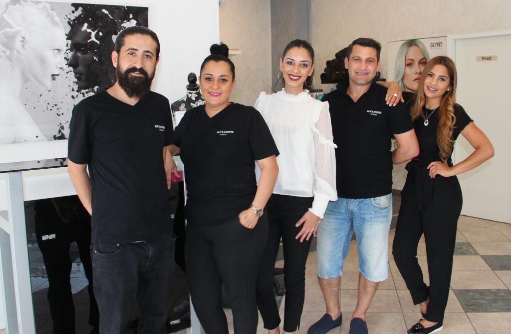 BLACK & WHITE Hairstyle hizmet ağını genişletti:Pforzheim, Mühlacker, Bretten, Bruchsal, Karlsruhe, Rastatt, Gaggenau bölgelerinde Türkçe haber yapan tek haber sitesi