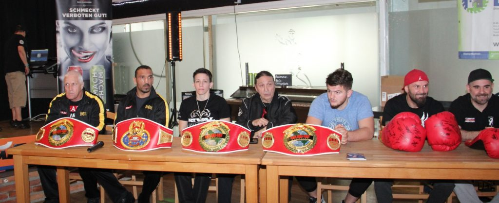 Dünya Şampiyonu Arslan yeni bir unvan için Ringe çıkıyor:Pforzheim, Mühlacker, Bretten, Bruchsal, Karlsruhe, Rastatt, Gaggenau bölgelerinde Türkçe haber yapan tek haber sitesi