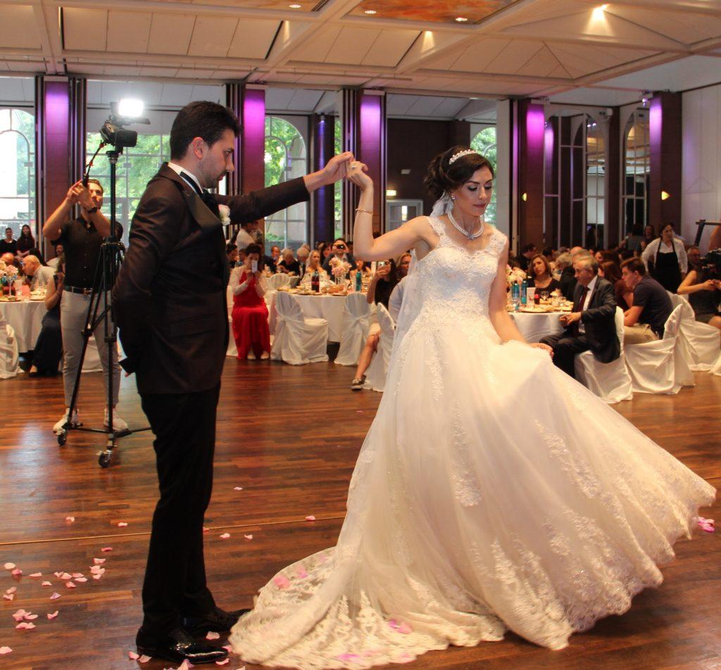 Yılın Düğünü:Pforzheim, Mühlacker, Bretten, Bruchsal, Karlsruhe, Rastatt, Gaggenau bölgelerinde Türkçe haber yapan tek haber sitesi