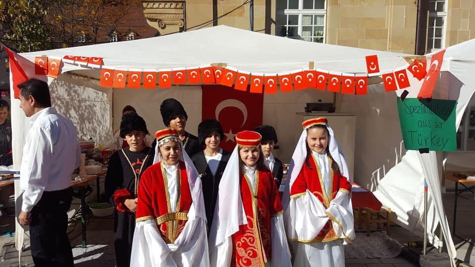 Kültür Pazarı'nda Türk Kültürü Tanıtıldı:Pforzheim, Mühlacker, Bretten, Bruchsal, Karlsruhe, Rastatt, Gaggenau bölgelerinde Türkçe haber yapan tek haber sitesi