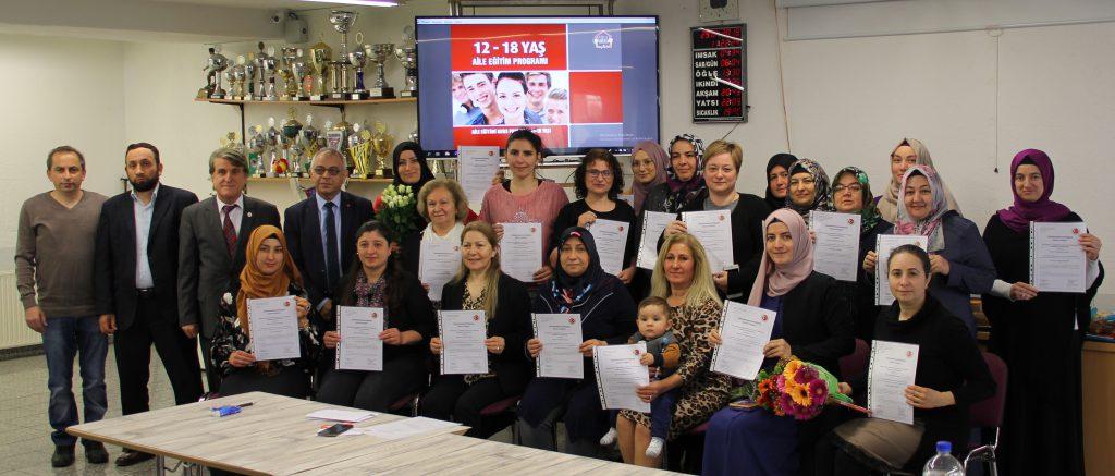 Aile eğitim sertifikalarını aldılar:Pforzheim, Mühlacker, Bretten, Bruchsal, Karlsruhe, Rastatt, Gaggenau bölgelerinde Türkçe haber yapan tek haber sitesi