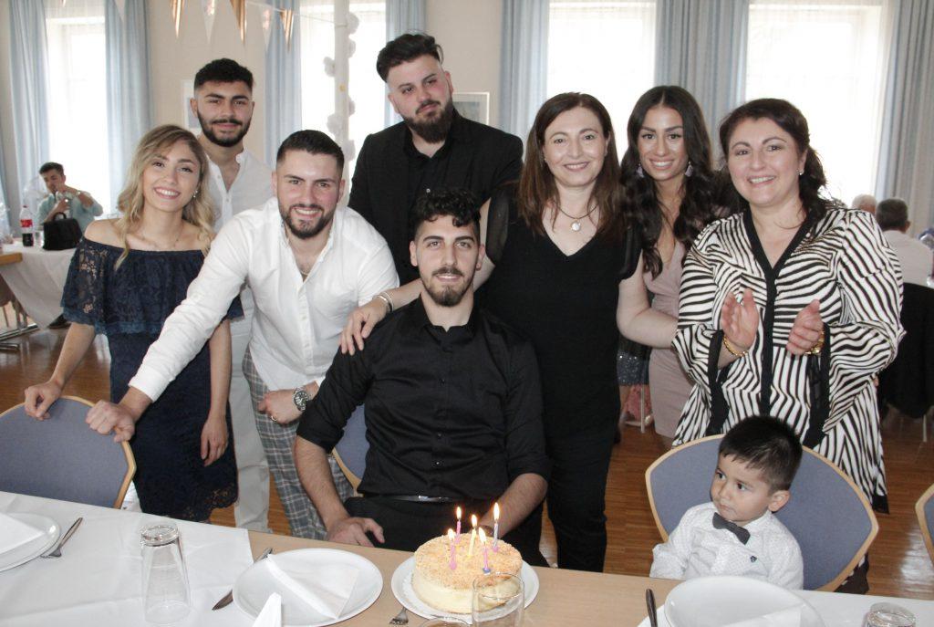 Semih 24 Yaşında:Pforzheim, Mühlacker, Bretten, Bruchsal, Karlsruhe, Rastatt, Gaggenau bölgelerinde Türkçe haber yapan tek haber sitesi