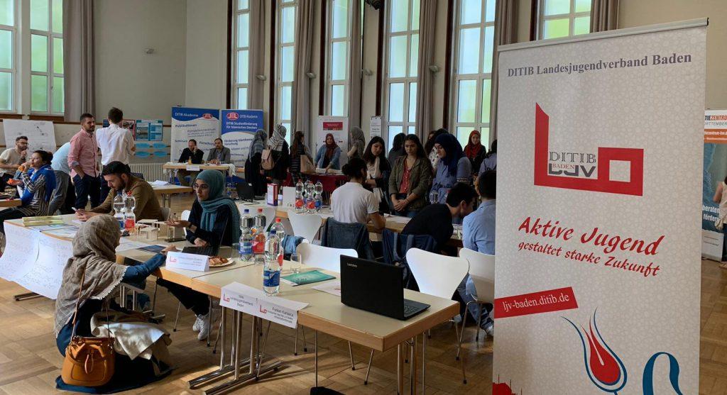 Gençler sertifikalarını aldılar:Pforzheim, Mühlacker, Bretten, Bruchsal, Karlsruhe, Rastatt, Gaggenau bölgelerinde Türkçe haber yapan tek haber sitesi