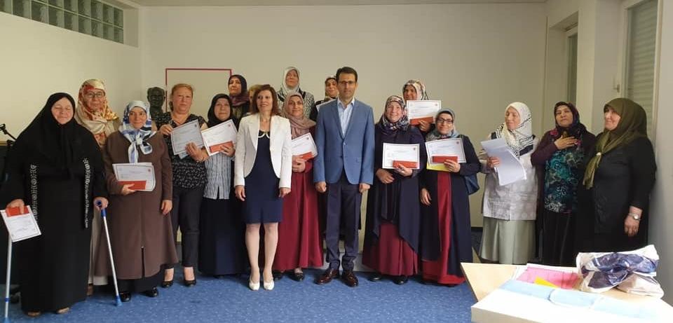 Okuma Yazma kursunu başarıyla bittirdiler:Pforzheim, Mühlacker, Bretten, Bruchsal, Karlsruhe, Rastatt, Gaggenau bölgelerinde Türkçe haber yapan tek haber sitesi