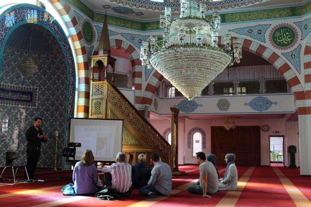 Camiler bir kez daha kapılarını ziyaretcilerine açtılar:Pforzheim, Mühlacker, Bretten, Bruchsal, Karlsruhe, Rastatt, Gaggenau bölgelerinde Türkçe haber yapan tek haber sitesi